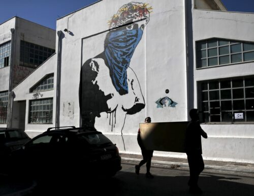 ATHENS: THE STREET ART TELLS THE CRISIS. AS PROTEST RUNS ON THE WALLS