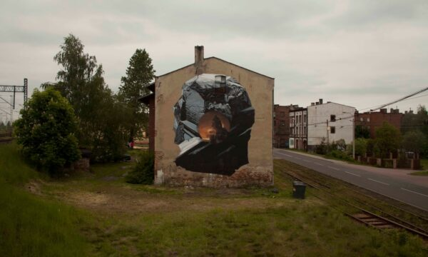 Axel Void paints a new piece in Katowice, Poland